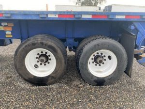 2008 UTILITY 32' FLAT BED WITH FORKLIFT KIT(MOFFETT) 6157119173